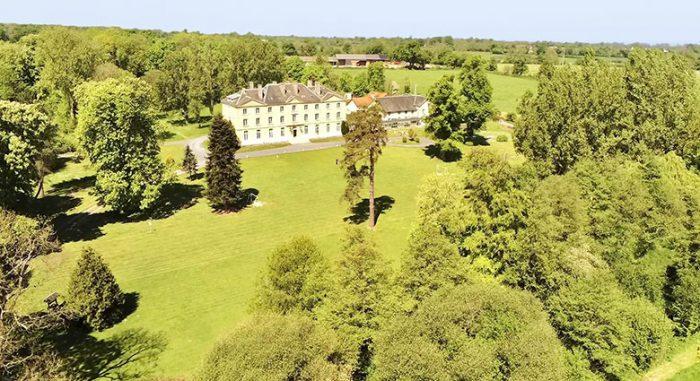 l'extérieur Château du Molay